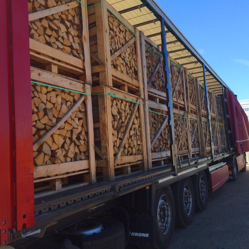 Kaminholz Breuer | Leistung | Lkw-Ladung Brennholz