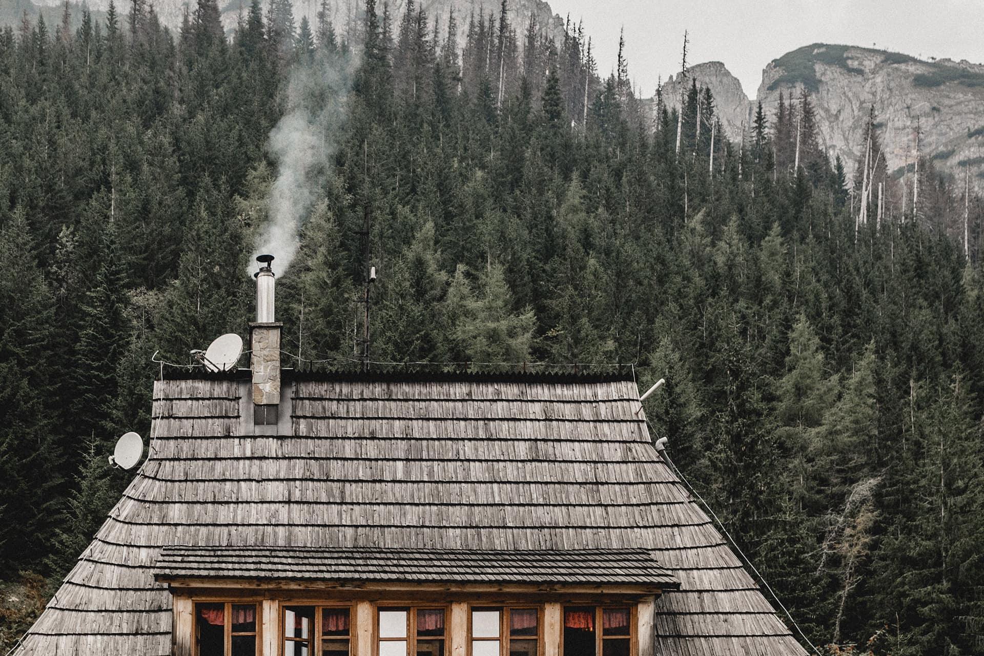 Kaminholz Breuer | Feinstaub | Schornstein mit Rauch